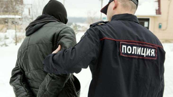 В брянском Мглине 16-летние студенты украли из магазина коньяк и конфеты