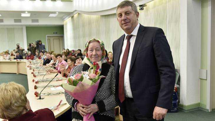 ВБрасово мать погибшего воина поздравили с8Марта