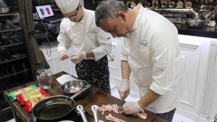 Итальянские повара дают вБрянске мастер-класс собственной государственной кухни