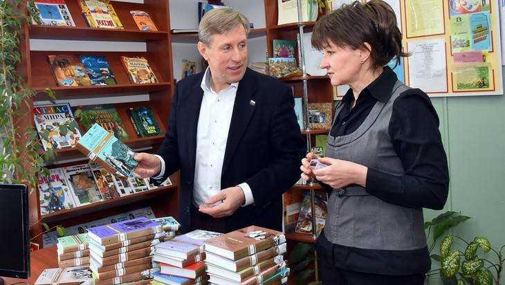 ВКинешме проходит акция «Дарите книги слюбовью!»