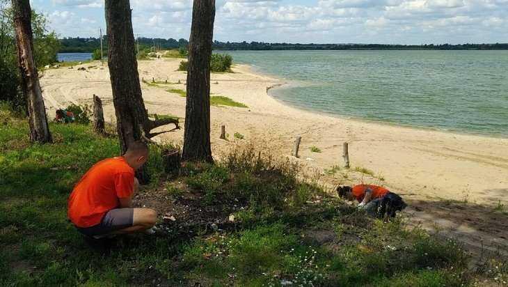 В Брянске общественники очистили от мусора берега двух озер