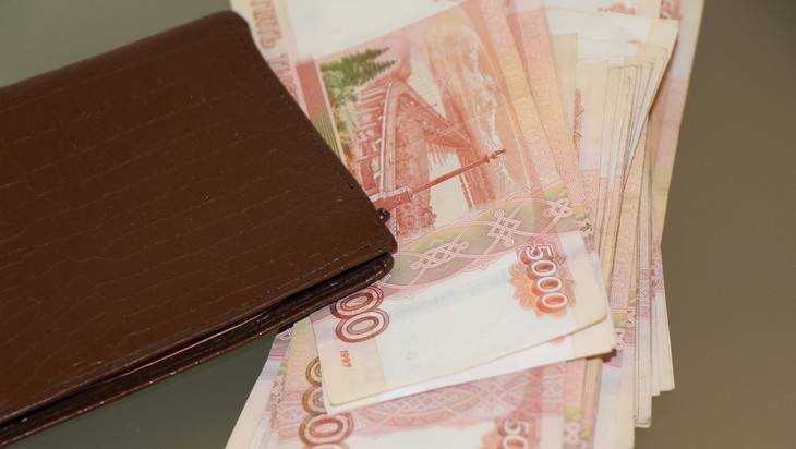 Три человека из200 южноуральцев зарабатывают по 100 тыс. руб.