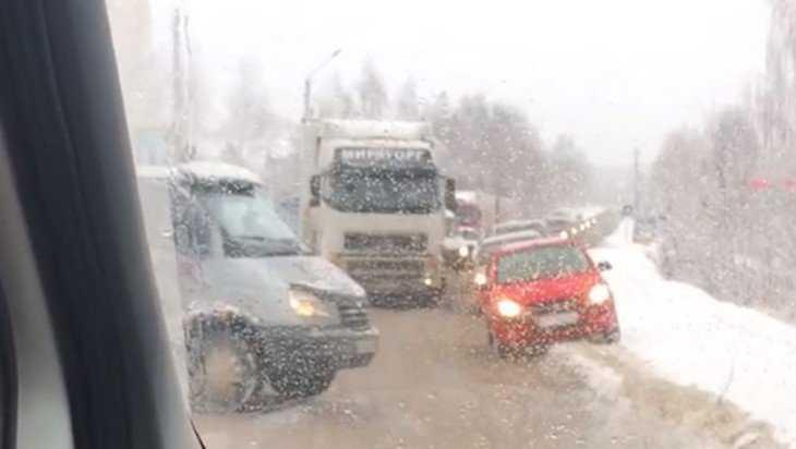 В Брянске из-за ДТП возник огромный затор на «горке нищих»
