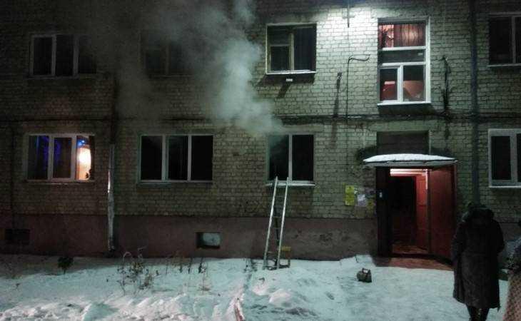 Брянские пожарные потушили огонь вквартире многоэтажки