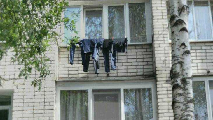 ВБрянске изокна выбросили юного армянина