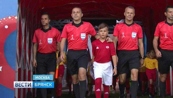 Школьник изБрянска вынес мяч перед матчем между Англией иХорватией