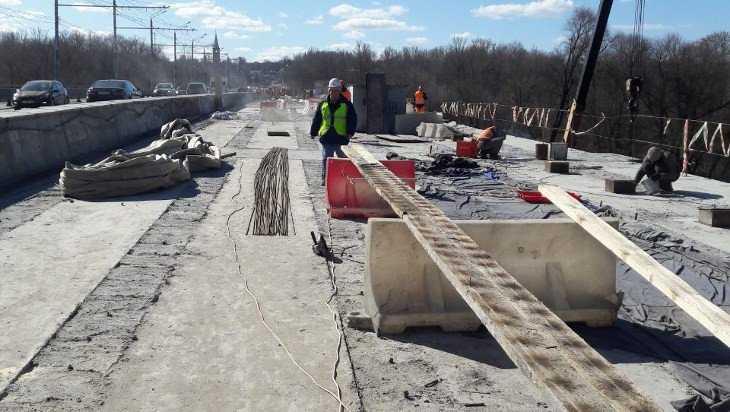 В Брянске на Первомайском мосту забетонировали пять пролетов