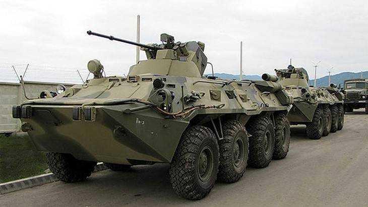 Войска Западного военного округа получат 100 новейших БТР-82А