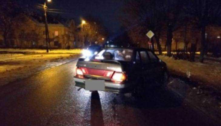 ВБрянске 38-летняя женщина угодила под ВАЗ иразбила голову