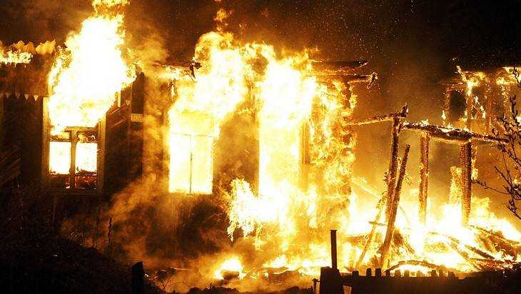ВБежицком районе горел дом