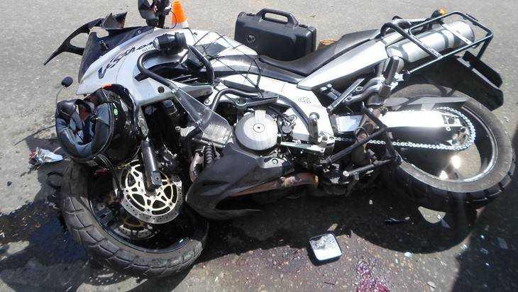 Брянский мотоциклист чудом выжил после ДТП с грузовым автомобилем