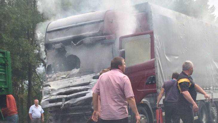 «Скания» загорелась после столкновения набрянской трассе