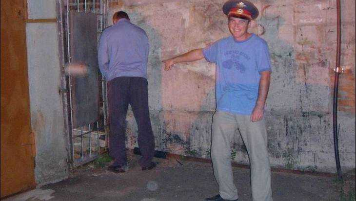 Суд оправдал брянца, избившего помочившихся наего машину полицейских