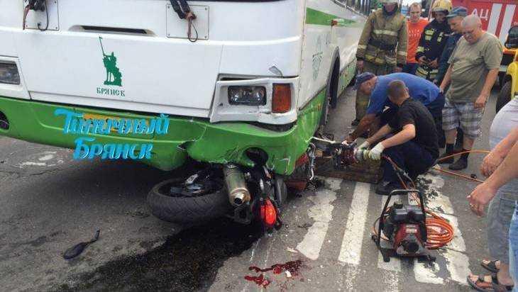 Ужасное ДТП смотоциклом иавтобусом сняли навидео