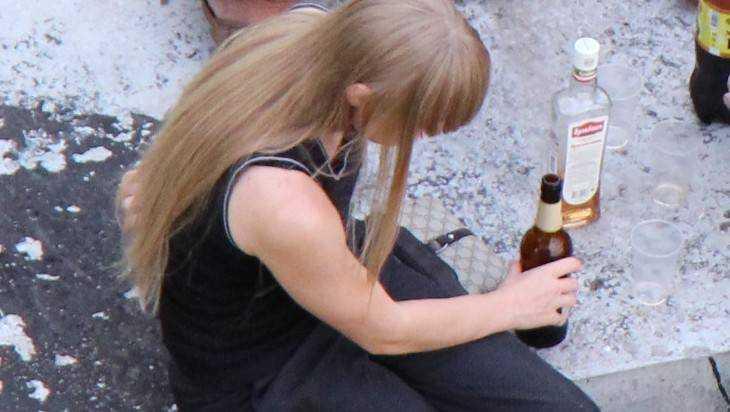 Пьяная мамаша едва неубила 9-месячную дочь вСуражском районе