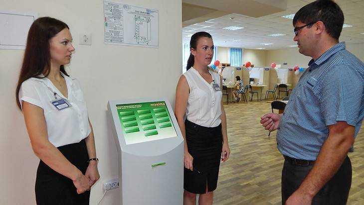 Александр Богомаз побывал вВыгоничском МФЦ