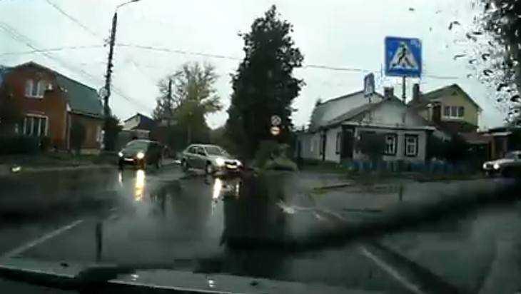 ВБрянске неизвестный шофёр сбил мотоциклиста и исчез