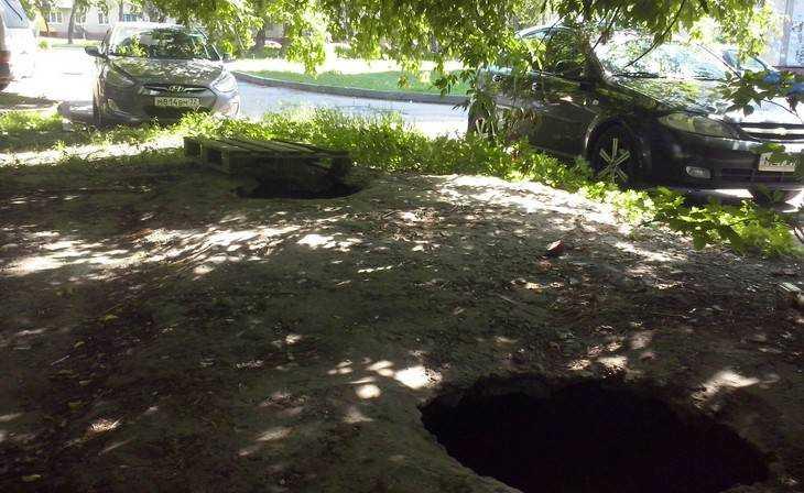 Водворах Фокинского района Брянска обещали добавить парковочные места