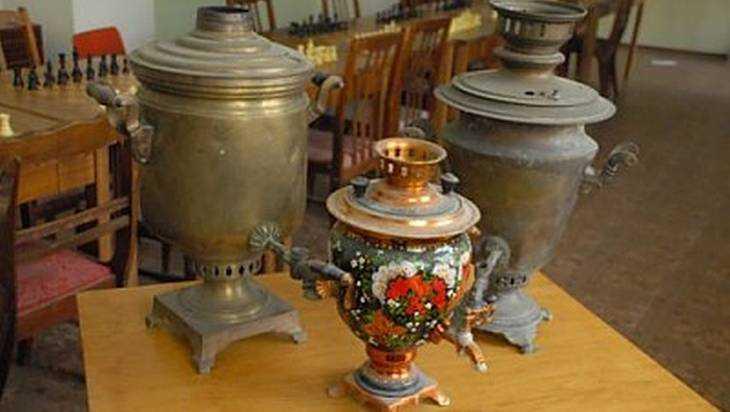 Коллекционер изКомаричей Брянского региона презентовал выставку самоваров вБрянском музее