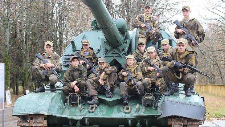 ВБрянской области ввоинской части отметили День призывника