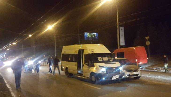 Массовое ДТП сучастием маршрутки случилось вБрянске