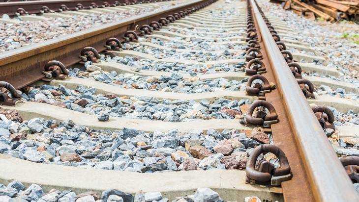 ВБрянской области сошли срельсов локомотив игрузовой вагон