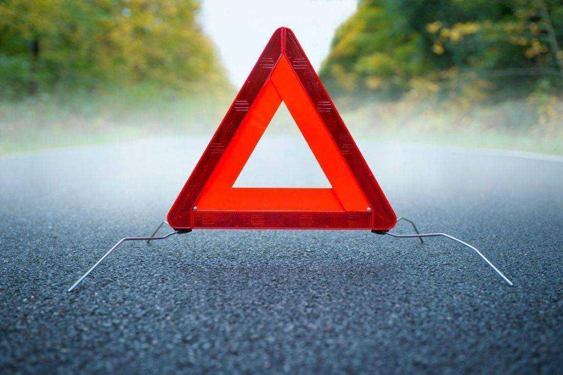 Неизвестный автомобиль сбил женщину «подшофе» вБрянске