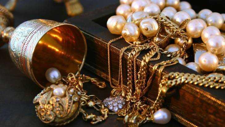 Золотые украшения из драгоценных камней фото