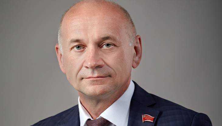 Депутат-единоросс Жутенков подал объявление осложении мандата
