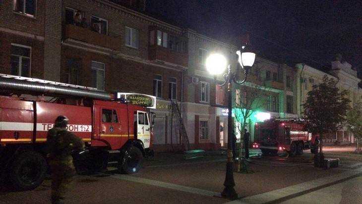 ВБрянске изгорящего дома эвакуировали семерых— МЧС передает