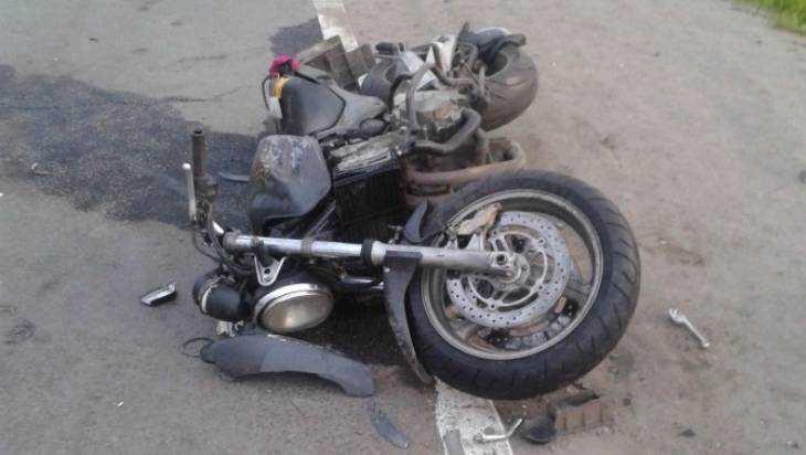 ВНавле умер мотоциклист, сбитый 2-мя автомобилями