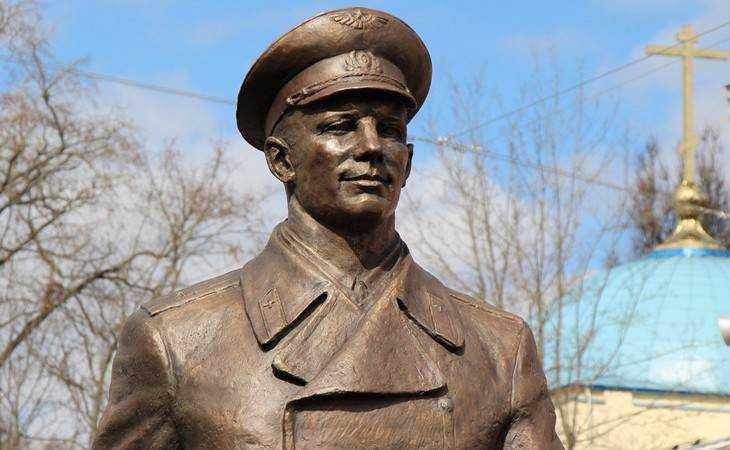ВБрянске приставы несмогут арестовать монумент Гагарину