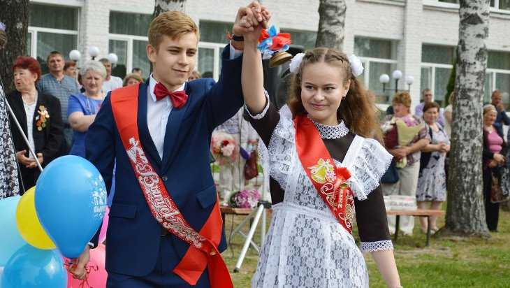 Для 16524 выпускников брянских школ прозвенел последний звонок