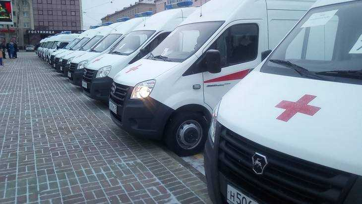 Губернатор Богомаз вручил ключи от23 новых машин скорой помощи