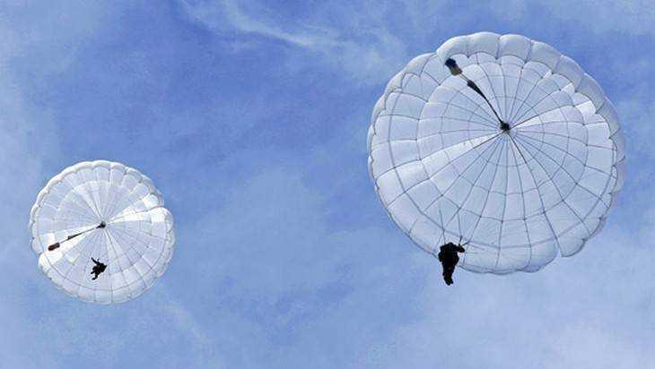 Жителям Стародуба предлагали небезопасные прыжки спарашютами