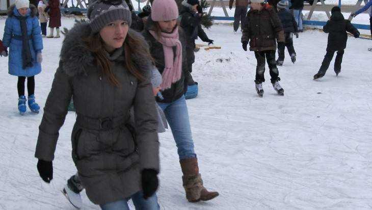 Вбрянском парке «Юность» открылся наибольший каток вгороде