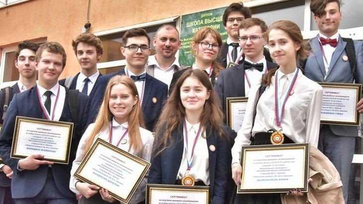 В брянской гимназии № 1 наградили лучших учеников и их наставников