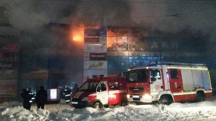 МЧС: пожар вТЦ «АТОЛЛ» вОрле локализован