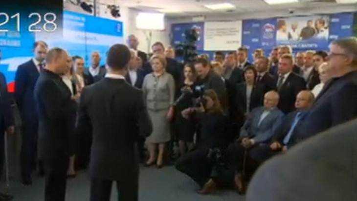 Путин иМедведев приехали вштаб победившей навыборах партии