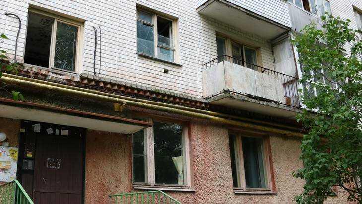 ВБрянске суд выселил изквартиры владельца 14 собак