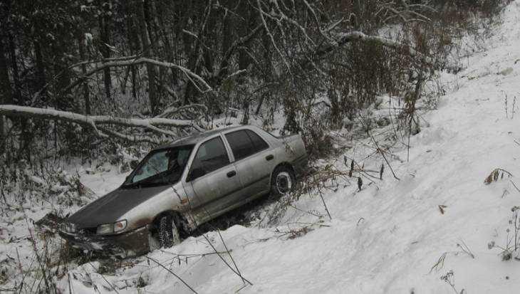 ВЖуковском районе иностранная машина съехала вкювет иперевернулась: ранены два пассажира