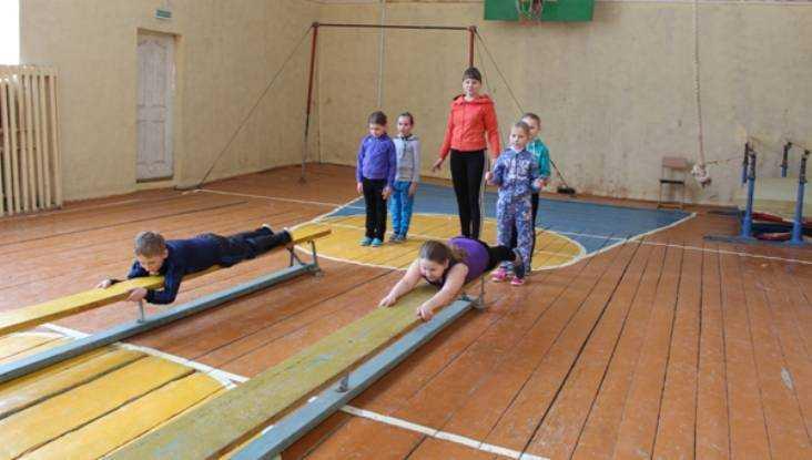 Кновому академическому году в 8-ми школах Брянщины завершат ремонт спортзалов