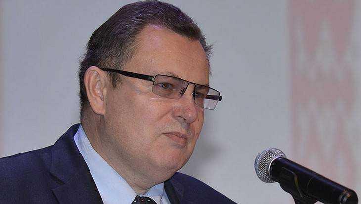 Ректор БГУ Андрей Антюхов впредыдущем году заработал неменее трёх млн руб.