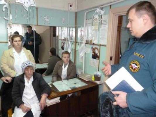 Следователи проводят выемку документов в Новохоперском подразделении МЧС после пожара в диспансере