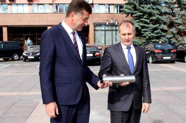 ВБрянск изПитера доставили капсулу времени для послания потомкам