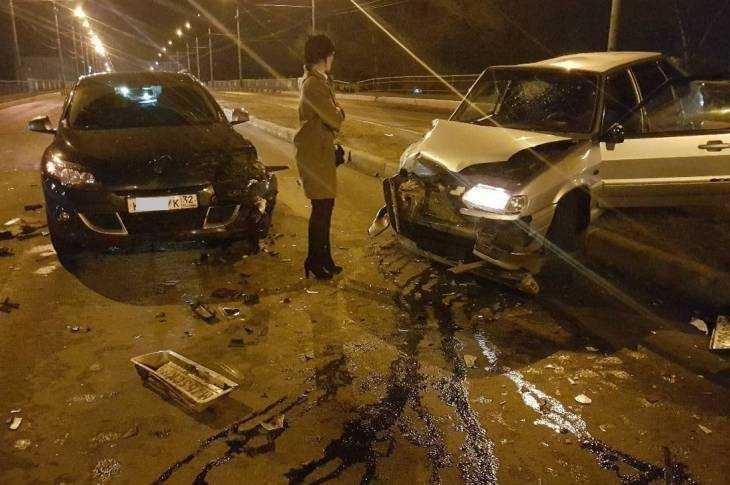 ВБрянске нетрезвый шофёр напутепроводе разбил три автомобиля