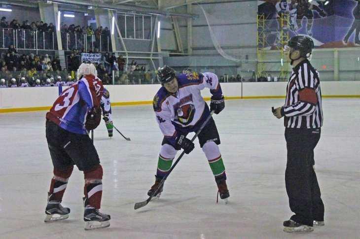 ВКлинцах состоялось открытие отборочного этапа ночной хоккейной лиги