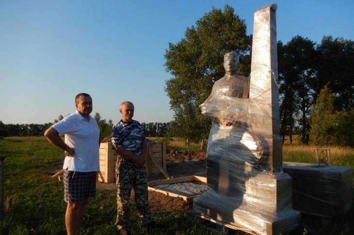 Памятник с семейный Севск Мраморный крестик Новослободская