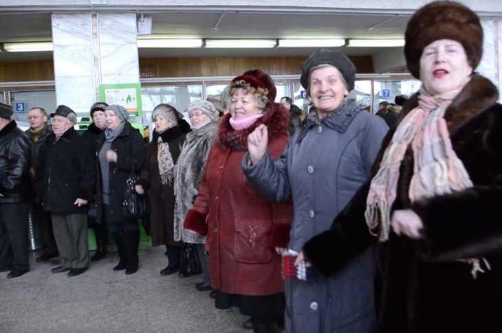 ВЯрославле прошёл флешмоб задружбу Российской Федерации иУкраины