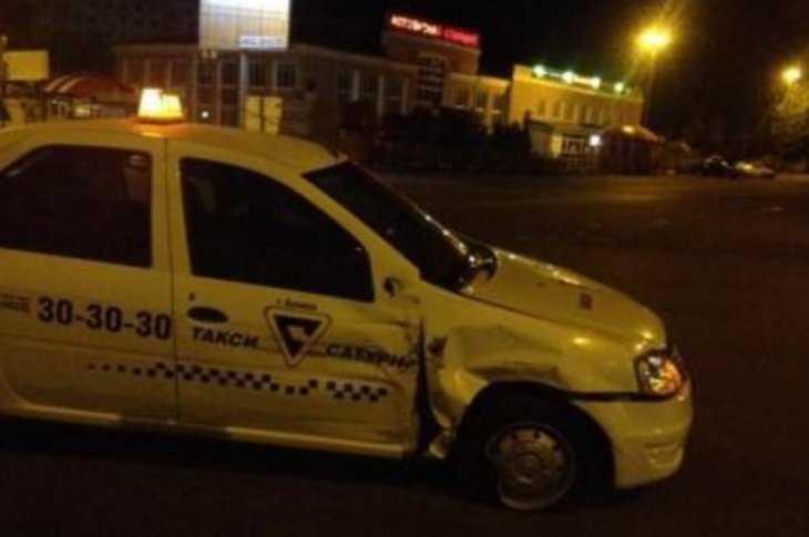 ВБрянске таксист сбил мотоцкилиста и15-летнюю школьницу